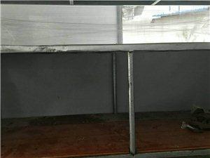 本人有一刚做的小吃车架子,2x1.8米做好只用了三天,因家中有事现对外转让,有意思打电话187558...