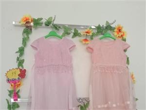 小星星童装店全新打造漂亮宝宝。