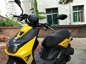 踏板摩托车出售,还在磨合期,跑了一千公里,手续齐全。