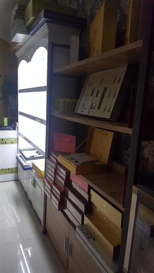 两组展柜全新,低价转让,有需要联系