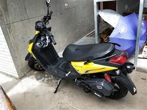 2017年底买的踏板摩托车,手续齐全,跑了一千多公里,还在磨合期,有意出售。