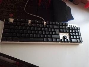 狼蛛F2010混光跑马灯,全键无冲,青轴,防水防尘,绝版键盘,9成新