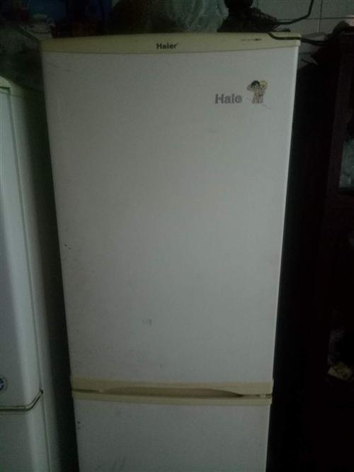 电冰箱,洗衣机,床,桌子,凳子,会议桌,圆行玻璃桌,热水器。