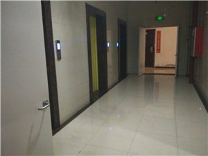 天福广场1室1厅1卫12000元/月