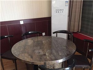 本人有两张1.2米×1.2米的圆桌处理(每桌配靠椅6把)有需要的朋友可以和我联系,电话:186286...