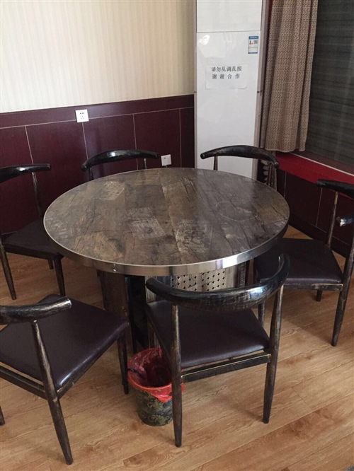 本人有两张1.2米×1.2米的圆桌处理(如图每桌配靠椅6把)有需要的朋友可以和我联系,电话:1862...