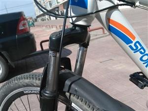 转让二手品牌自行车,大品牌,和杂牌车自己对比一下,转让是高配版自行车,配置自己看看吧,带快拆功能,