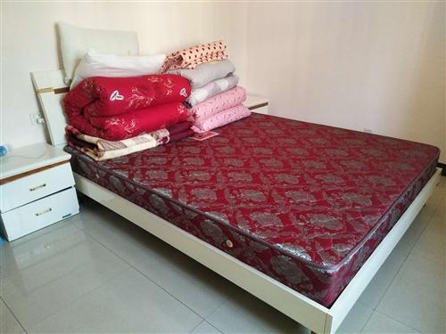 急售9成新全友家私1.8米*2.2米的床一张含床垫