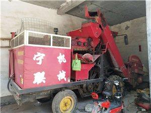 农用玉米联合收割机和东方红拖拉机加旋耕机