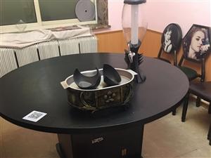 火锅桌椅板凳。基本全新。家用都可以的。100两个椅子。买的时候都120一个。火锅桌赠炉具