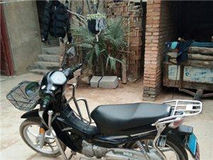 本人因常年在外,现出售五羊本田摩托车125一辆。动力强劲,手续齐全,机器没动过质量杠杠滴,现行驶...