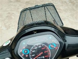 出售五羊本田125摩托车一辆。动力强劲,质量杠杠的!该车不足三年,行驶不到3700公里。威尼斯人冯庄乡小...