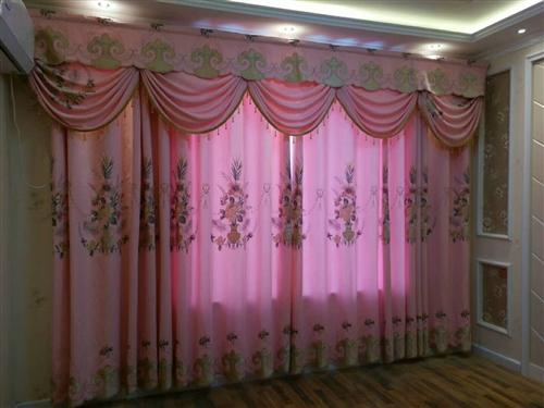 窗帘店转让,70个平方俩间。地址在义乌商贸城价格面议。
