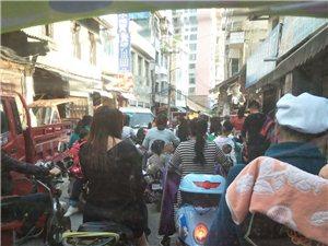 惠水四幼门口一条街 交通堵塞太严重!