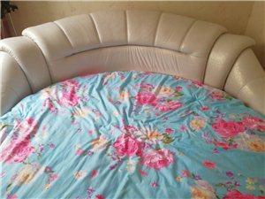出售真皮圆床(带床垫)