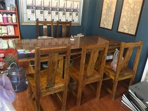 宽76.5长204厚度11.5整块儿鸡翅木茶桌带5把椅子原价1万左右,现低价转让,用了不到3年,有意...