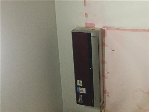 鵝江花園琪雅美容院出售二手掛機空調3臺,坐機一臺。熱水器一臺(只用了2個月),美甲桌一張,玻璃桌帶四...