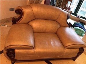 皮沙发、三加二加一、2013年购买,当时买价24000,八成新