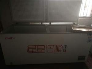 星星正品冰柜,718l,去年购的新机,两个。制冷效果好,省电。搬迁,急售。