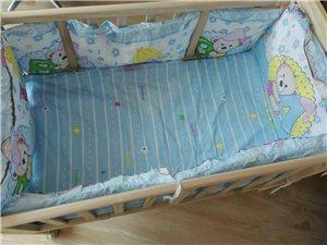 出售婴儿床。 由于亲戚给买了一套婴儿床,家里一套婴儿床,以是多出来一部,现出售。 纯原木婴儿床。...