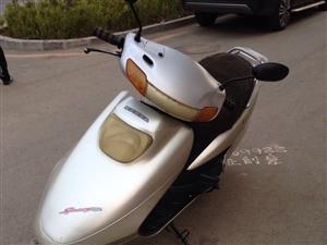低价出售踏板125摩托车一台  整车原装原版  发起机顶峰形态  电启动一触即发  价钱优美1000...