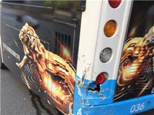 轿车公交车追尾