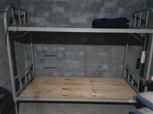 本人有闲置的架子床,蒸柜(使用液化气蒸的),一个大展柜,都是购买一年时间,一年内太没有使用过,需要的...
