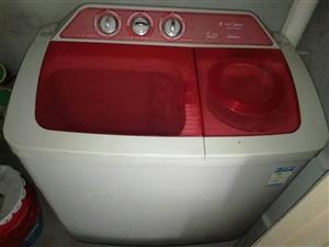 我家有一8公斤双缸洗衣机,基本上没用过,一直闲置着,有意者请联系我,电话18336619319