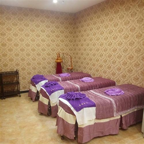 出售:95成新美容床6张,美容仪器3台,展架5个等美容院全套用品