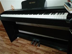 这是1月底为孩子买的专业重锤电钢琴,买时3200,可是宝贝不愿学了,闲置在家,现在要搬家了,现便宜急...