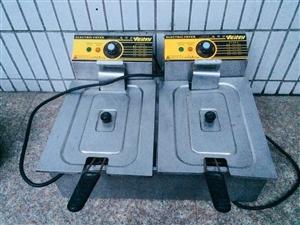 出售电炸炉 炸鱼块 鸡排等 以前买的 用的时间不长 现在用不上 适合创业摆摊 现低价出售