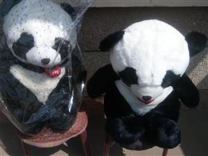 出售 新熊猫两个原价 88,现价58.出外面买回来的质量很好,比本地市场上的美观大方,质优价廉。欢迎...