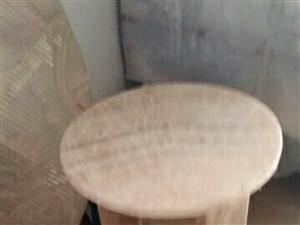 纯天然大理石圆桌出售。直径1米,高0、8米。电话13642774086