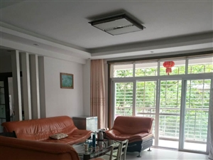 世纪豪庭精装修126平方3室2厅2卫145万元