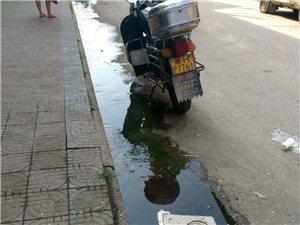 石陂街道下水道污水往上冒