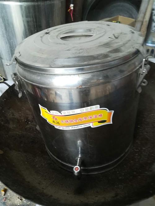 本人有二手煮面鍋一個,保溫桶一個,吊桶多個
