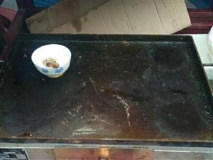 出售一个煤气款的烧饼炉子 上下叉子的 刚买的 就用了不到十天 家里有事便宜卖了 联系电话微信同号 1...