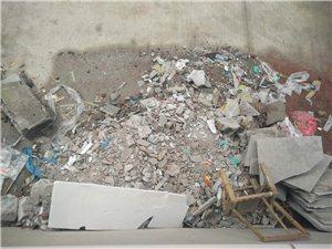 装修建筑垃圾随处堆放