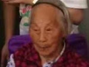 请大家帮我找找妈,图中这位老人,头戴压发,身穿红衣服,不知道走哪里去啦!如有看见,请与我联系1588