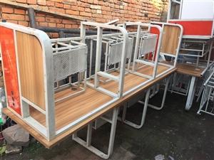 木桌子50元一个,尺寸60cm*120/160/240cm不等。撤店甩货,还有沙发等,给钱就卖!