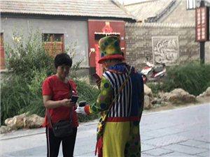 偶园街小丑、悟空扮聋哑人骗游客拍照收费