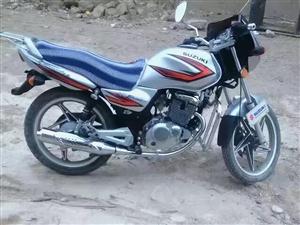 铃木125摩托车九成新有牌子有证需要的联系