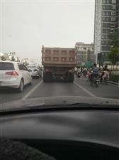 这种车大白天在闹市区,又是上下班的时间,公然在马路上肆无忌惮的跑,不影响联通吗?监管部门不管吗?