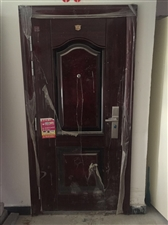 全新防盗门,悦湖一期全新防盗门一个,锁钥匙未开封未使用,需要的联系,超低价出售400元,原价1800...