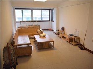 体育家园3室2厅2卫2400元/月