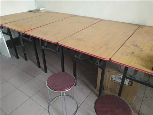 本人有6套折叠桌椅和白板一套,全新的没有用过,可用于辅导班或者餐馆,现低价处理,有需要的请联系本人,...