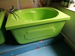 婴儿洗澡设备超低价出售 雅荷花园小区泡泡浴缸绿色和黄色,澡盆各两个,游泳池一个。有意者请联系陈女士,...