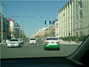 出租车不按交通规则行驶,任意变换路线,造成很大安全隐患