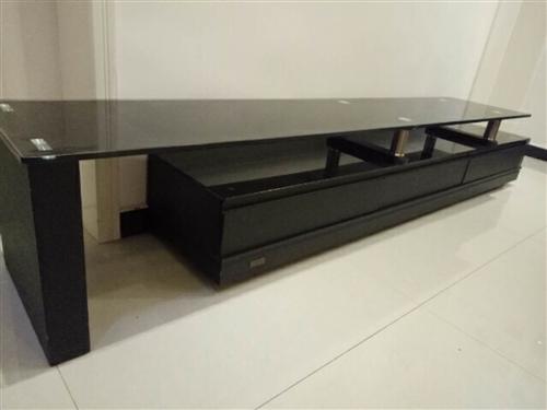 电视柜带三个抽屉,九成新,长度可自由调节伸缩,现以低价出售,价格电联。