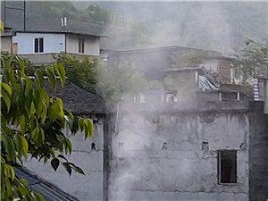 西门上秋腊肉的一年四季污染空气,难道没人看见么?